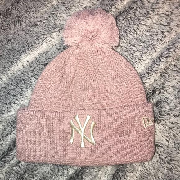 40b3d63025e NY Yankees Pink Pompom Hat. M 5b0eb6a8fcdc312917a0d13b